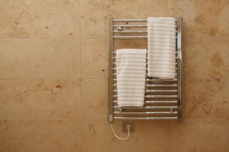 El radiador toallero la soluci n perfecta para tu ba o en - Toalleros de madera para bano ...