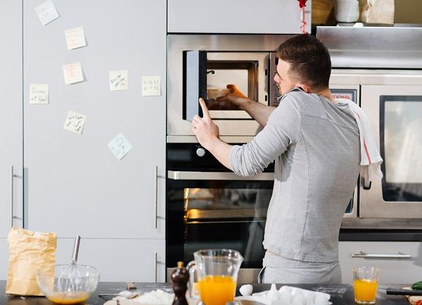 horno y microondas en columna